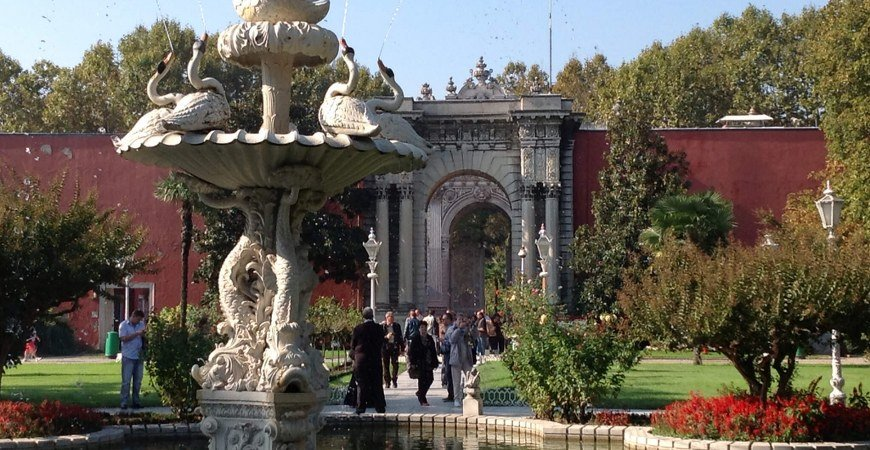 Dolmabahce Palace & Bezmi Alem Valide Sultan Tour
