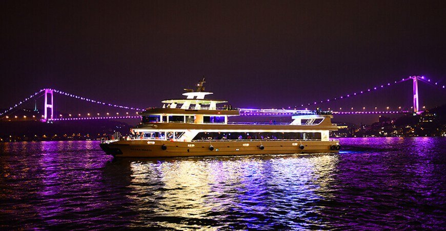 Best Bosphorus Dinner Cruise in Istanbul