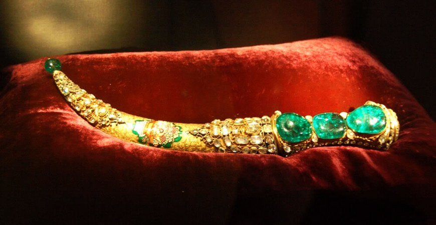 The Emerald Dagger In Topkapi Palace Museum